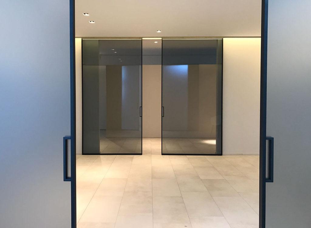 דלתות הזזה מעוצבות זכוכית